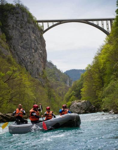 durmitor-rafting-slide3-805x1024